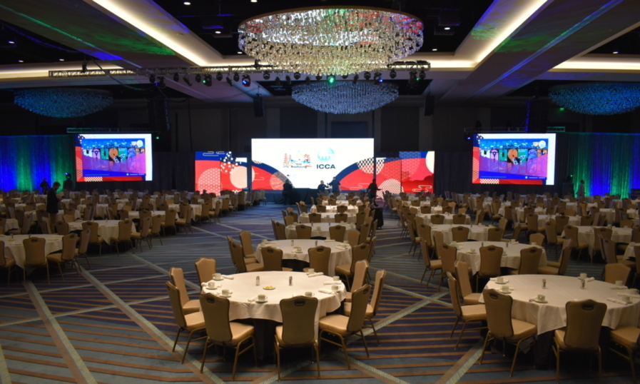 banquet audio visual space with projectors and screens